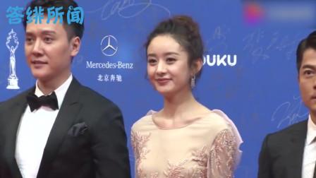 冯绍峰走路不小心踩到赵丽颖裙尾,谁注意赵丽颖的反应?喜欢装不出