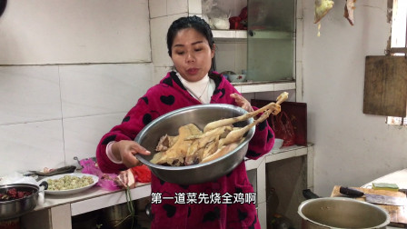 年夜饭,八妹下厨做了10个硬菜,有鱼有肉有全鸡今年比去年更丰盛