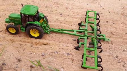 农场耕地机、播种机和收割机玩具