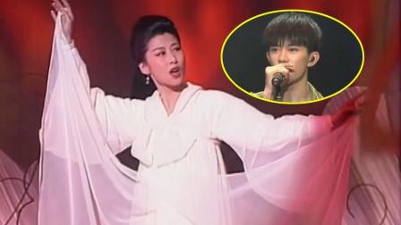 当流量歌手翻唱豪情万丈的歌曲,竟没有女人有气势,这对比太尴尬