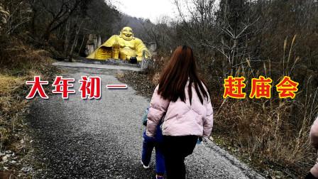 大年初一带着家人去赶庙会,路过废弃的游乐园,园内竟然如此荒凉