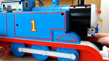 展示托马斯火车,高铁火车转圈圈玩游戏真棒