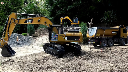 遥控工程车,挖掘机自卸车运输泥土,一路装载车修路