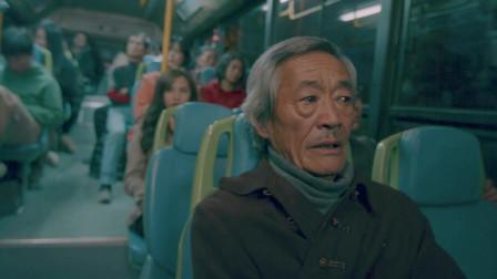 奇葩公交车,是什么把七旬大爷吓得从窗户逃生?
