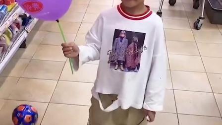 清晰的童年:这气球是我给妹妹的!