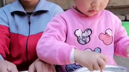 留恋的童年:妈妈又要带着宝贝做什么