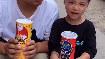 美好的童年:妈妈给萌娃发的薯片太有意思了