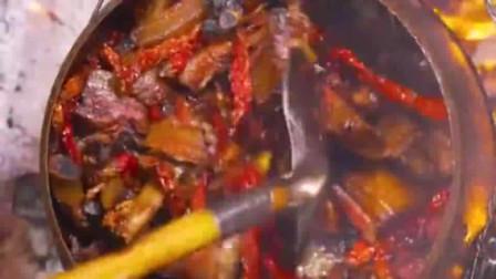 腊肉,又辣又麻的味道让人着迷,看得我忍不住流下了口水!
