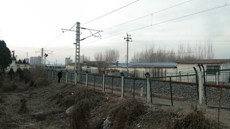 火车视频 35303莱芜东4道通过