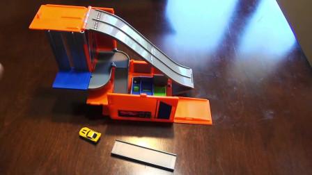 拆箱组装小汽车车库和高速跑道玩具
