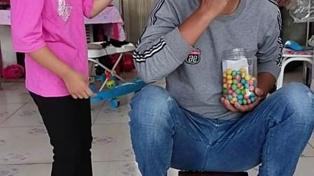 搞笑萌娃:爸爸不给糖果,闺女竟然用这招
