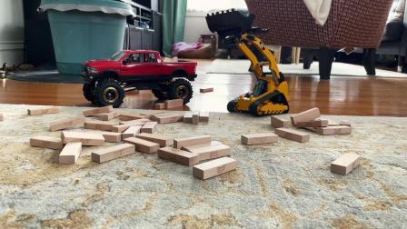 木材装载车给皮卡车装小木块真好玩