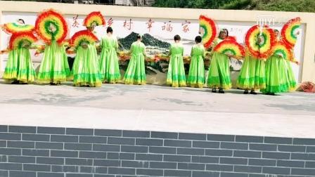 怀化溆浦正宁艺术团表演大扇子舞《我永远爱你中国》