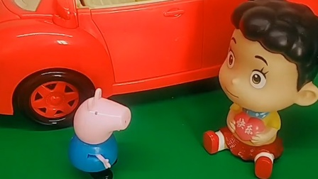乔治和棉花糖都说这是爸爸买的车,朵朵跑来,说这是鸡妈妈买的