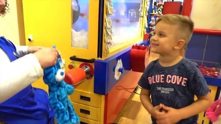 快乐亲子,罗马和戴安娜在玩具商场做玩具,太有意思了