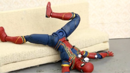 蜘蛛侠玩具动画:蜘蛛侠为了一根雪糕和浩克打起来了