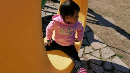 两岁的小宝宝去径山梦幻双溪坐月亮船秋千玩跷跷板