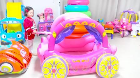 美国儿童时尚,小宝贝同哥哥一起玩充气汽车,真是太有意思了