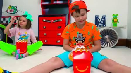 儿童亲子互动,小萝莉和小哥哥在家做游戏,快来看看吧