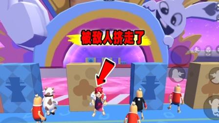 香肠派对:奔跑吧肠肠!挑战倒着闯关搞笑操作,被敌人挤走了