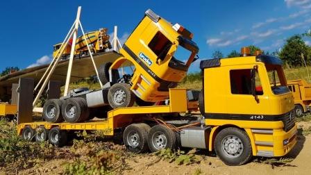 合金卡车在工地运输工程车