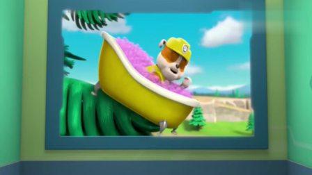 汪汪队:狗狗小砾泡澡最后挂在了树上,这下好危险,像莱德求救!
