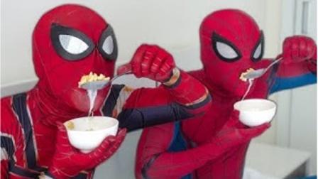 蜘蛛侠真人:吃喝都在床上进行,看蜘蛛侠的操作