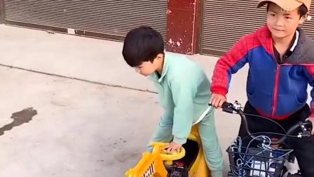 童年亲子:比比谁的小汽车跑的快