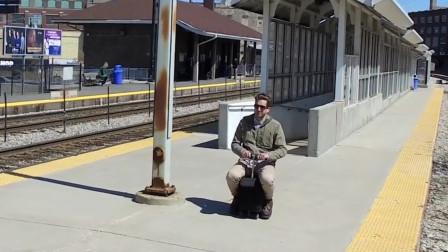 你还在拖行李箱前行吗?老外发明行李箱汽车,速度是走路3倍