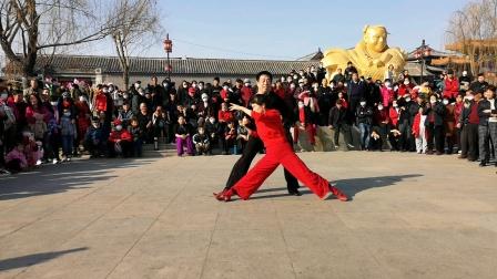 舞动飘扬,大自然组合,大年初八在扬柳青聚舞表演吉特巴舞。2021,2,19