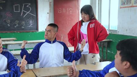 男同学颠覆老师的理念,老师让他给自己留点面子,太逗了