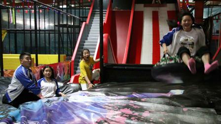 游乐场2:老师带同学们玩彩虹滑梯,同学们都玩嗨了,真刺激