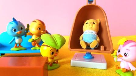 萌鸡是怎么照顾熊宝宝的