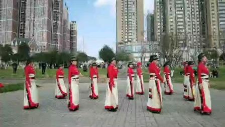 成都邛崃市情满雪域锅庄队示范:(我的头像自己画)领舞:黄丽萍老师兰锅197。