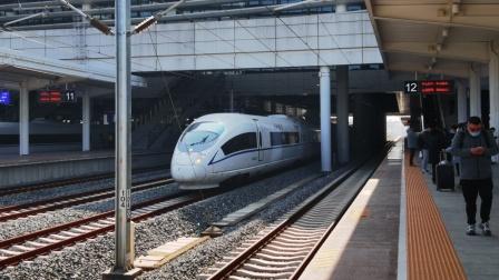 G1964次列车搭载CRH380BL型车底,低速通过芜湖站