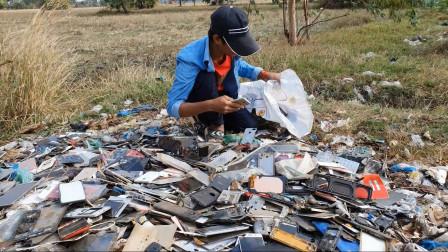 在垃圾中找到的iphone手机看小哥是如何修复翻新成全新的手机