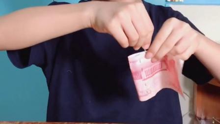 怎么借助一张钱,将回形针别在一起?