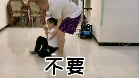 爸爸居然逼孩子做这样的承诺,太过分了!