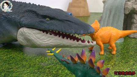 恐龙跳进海里捕捉大鱼,大鲨鱼变成大沧龙攻击霸王龙