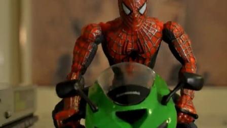 蜘蛛侠玩具动画:骑摩托的蜘蛛侠VS电王