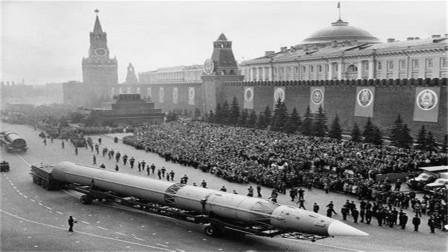 东方一声巨响,141吨洲际导弹当场爆炸,160名专家葬身火海