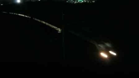 HXD1D0454武局南段Z123广州-成都会HXD1XXXX成局成段货列通过天乙广场天桥21:17