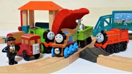 托马斯在木轨行驶环游动物公园