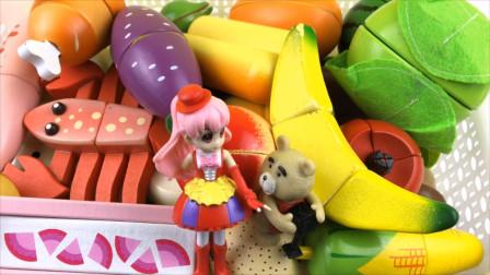 巴啦啦小魔仙和轻松熊玩切水果