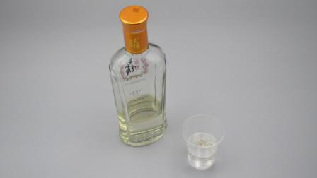 只需一滴油,轻松辨别白酒好坏,简单又实用,再也不怕上当受骗了