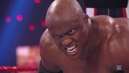 WWE RAW1448期回放:鲍比莱斯制裁人间怪兽 龙卷风双打赛震撼上演