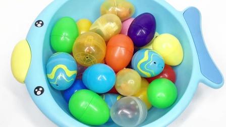 满满一盆彩色奇趣蛋里找到超级飞侠金小子变形玩具