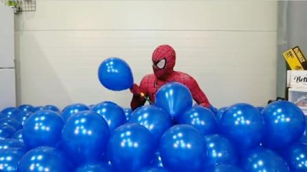 蜘蛛侠真人:置身海洋气球里是什么感觉,蜘蛛侠来告诉你