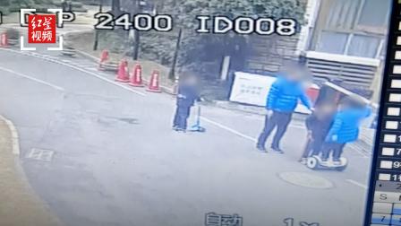 男子掌掴两名男孩引众怒 警方:双方之前认识 已自行调解