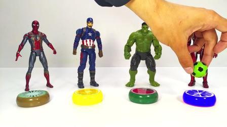 超人玩具换上不同颜色新衣服